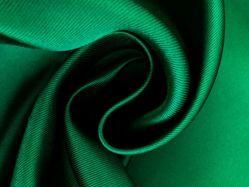 Double Face Twill Back Silk Satin in Emerald2